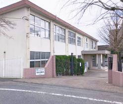 波多江小学校